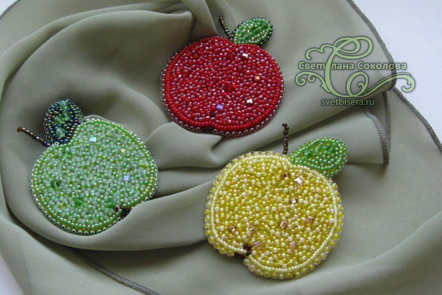 Яблоко брошь бисер
